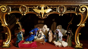 nativity-und-table-at-holt-trinity